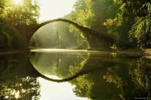 Cây cầu đẹp trên thế giới mang màu sắc siêu thực