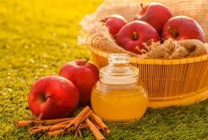"""Công dụng  """"thần dược"""" của giấm táo dành cho phái đẹp"""