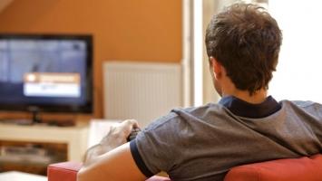 Tác hại của việc xem TV quá nhiều đối với sức khỏe bạn nên biết