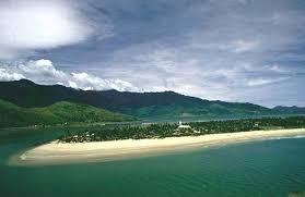Bãi biển đẹp nhất Quảng Ninh