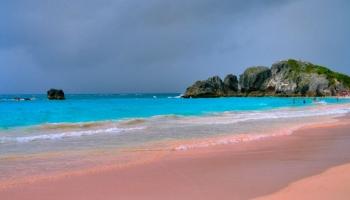 Bãi biển màu hồng đẹp nhất trên thế giới