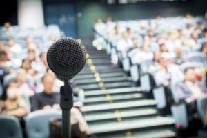 Tips nhỏ giúp bạn tự tin khi nói trước đám đông