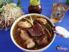 Quán bún bò Huế đông khách bậc nhất Hà Nội