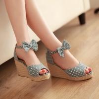 Bí quyết đi giày cao gót tự tin, dáng đẹp cho chị em