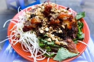 địa chỉ thưởng thức nộm bò khô ngon nhất ở Hà Nội
