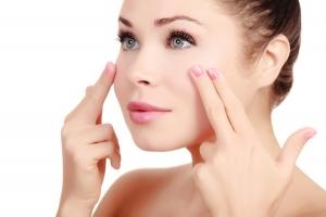 Cách massage đơn giản giúp bạn nâng mi mắt