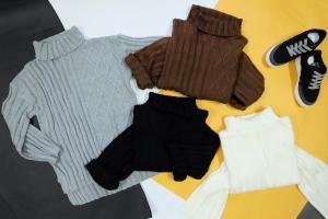 Cách mix áo len cổ lọ cực chất cho cô nàng mùa đông