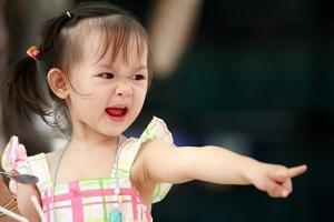 Cách tốt nhất cha mẹ có thể giúp con kiềm chế sự nóng giận