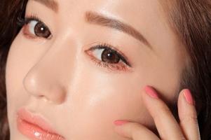 Cách trang điểm cực dễ thương kiểu Hàn cho mắt không rõ mí