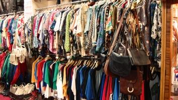 Khu chợ đồ secondhand nổi tiếng nhất Sài Gòn
