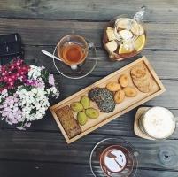 Quán cà phê, trà sữa view đẹp tại phố Nguyễn Khang - Hà Nội