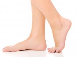 Dấu hiệu ở đôi chân nhắc nhở bạn đi khám ngay lập tức