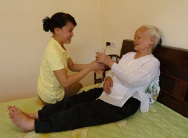 Dịch vụ chăm sóc người già tại nhà uy tín nhất ở TP.HCM