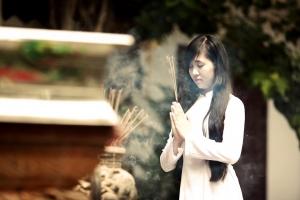 điều kiêng kỵ khi viếng thăm đền chùa bạn cần phải biết
