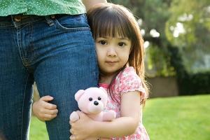 Điều quan trọng nhất cha mẹ cần dạy con khi tiếp xúc với người lạ