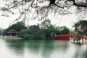 Gợi ý mua quà lưu niệm khi đến Hà Nội