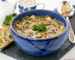 Quán hàng súp nóng hổi nổi tiếng nhất ở Hà Nội