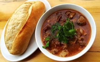 Quán bánh mì sốt vang ngon nhất ở Hà Nội