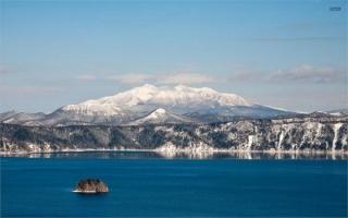 Hồ nước trên miệng núi lửa đẹp nhất thế giới
