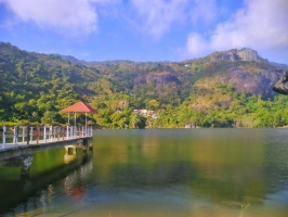 Hồ nước tuyệt đẹp ở vùng Bảy Núi An Giang