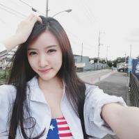 Hot girl nổi tiếng nhất nước Lào