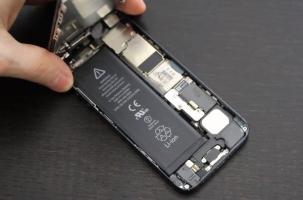 Trung tâm thay pin điện thoại iPhone uy tín và chất lượng nhất ở Hà Nội