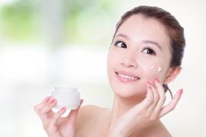 Loại kem dưỡng ẩm cho da dầu, da nhờn vào mùa đông
