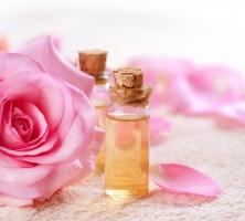 Loại nước hoa hồng dành cho da mụn giá rẻ nhất