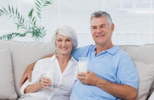 Loại sữa dành cho người già tốt nhất hiện nay