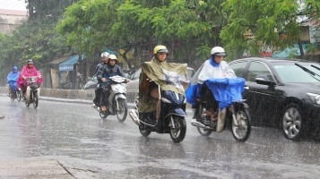 Lưu ý cần thiết nhất khi đi xe máy ngày mưa bão