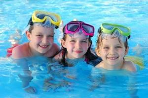 Lưu ý quan trọng nhất khi cha mẹ cho trẻ học bơi