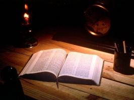 Lý do bạn phải có Kinh Thánh trên tủ sách