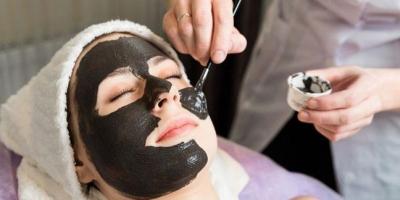 Mặt nạ than hoạt tính giúp làm sạch sâu