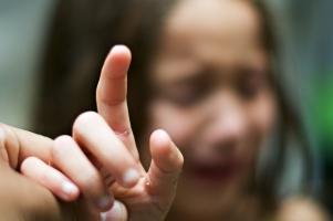 Mẹo giúp bạn lấy dằm ra khỏi tay an toàn