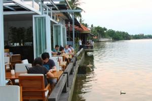 Quán ăn bên bờ sông có không gian lãng mạn nhất tại Sài Gòn
