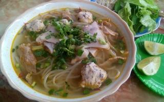 Quán ăn vặt bình dân và đường phố dưới 30.000 đồng ở Hạ Long
