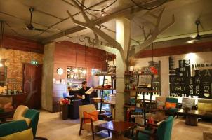 Quán cafe xinh đẹp ẩn mình trong khu chung cư cũ tại thành phố Hồ Chí Minh