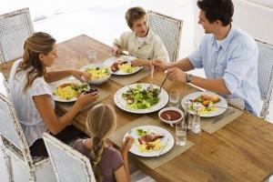Quy tắc trong bàn ăn của người Việt mà bạn nên biết
