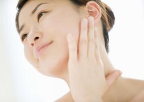 Sai lầm khi rửa mặt phụ nữ cần biết