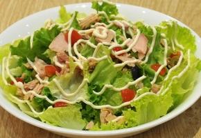 Món salad tươi ngon, dễ làm cho bữa ăn thêm màu sắc