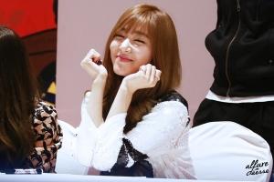 Sao Kpop có đôi mắt cười duyên dáng