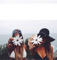 Hành động ngớ ngẩn của con gái khi ở cùng bạn thân