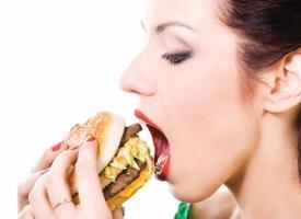 Thói quen không tốt trước khi ngủ khiến bạn tăng cân không kiểm soát