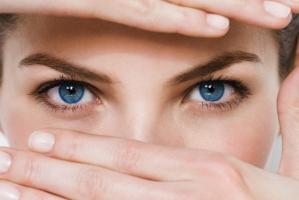 Thói quen gây hại cho đôi mắt bạn nên biết
