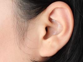 Thói quen xấu gây hại cho đôi tai bạn nên biết