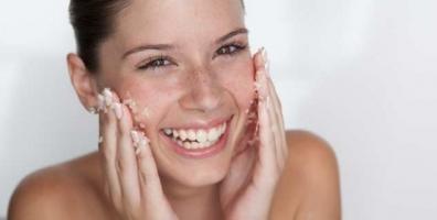 Tips tẩy da chết đúng cách giúp da luôn sạch và mịn màng
