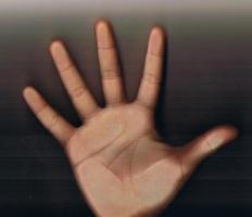 Dấu hiệu trên bàn tay chứng tỏ bạn là người hay ghen