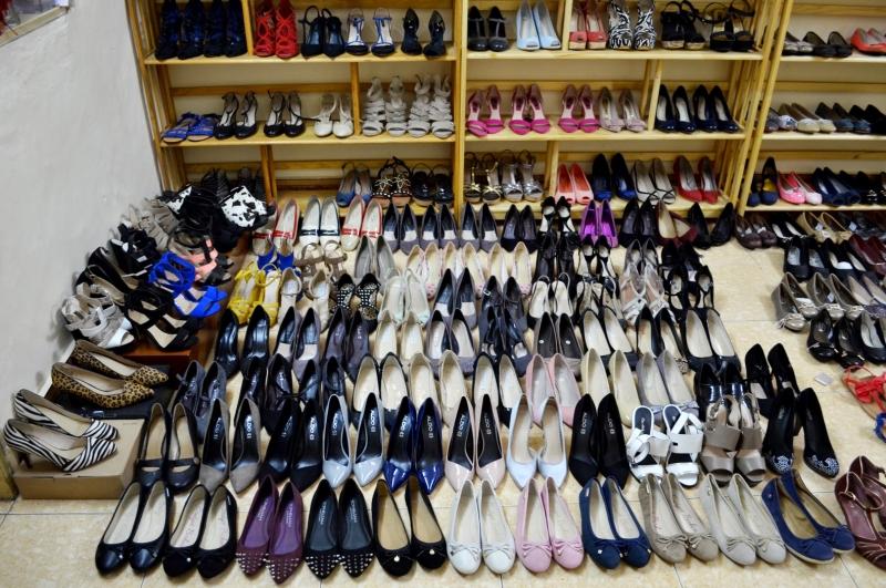 Top 7 địa chỉ lấy sỉ giày dép giá rẻ nhất Hà Nội của dân buôn