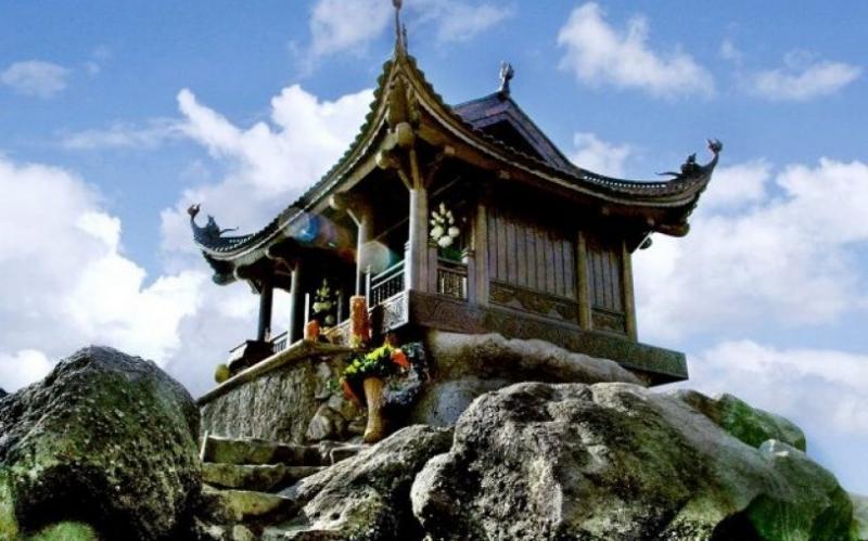 Chùa Đồng linh thiêng trên đỉnh Yên Tử.