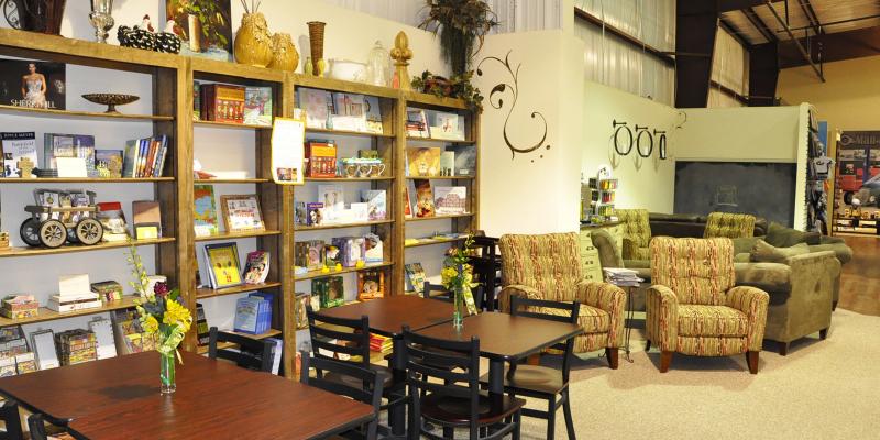 Top 12 quán cà phê có không gian đọc sách đẹp và yên tĩnh nhất ở TPHCM